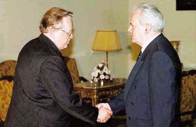 Pistetäänkö myös ex-presidentit mm. Ahtisaari ja Halonen kieltoon?